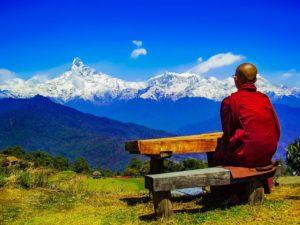 איך עושים שינוי בחיים נזיר זן משקיף על הרים